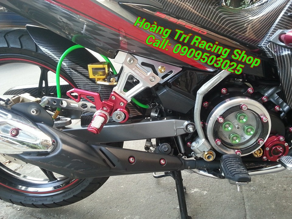 Gác chân Bikers màu đỏ được gắn lên xe Exciter 135