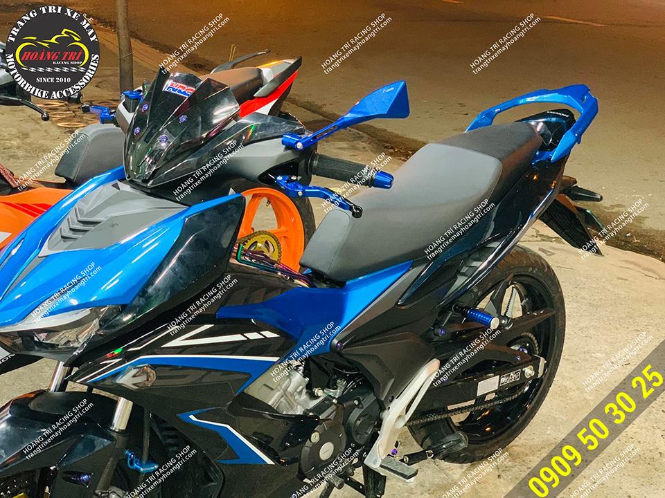 Trông xế cưng phù hợp và nổi bật trên chiếc Winner X màu xanh dương