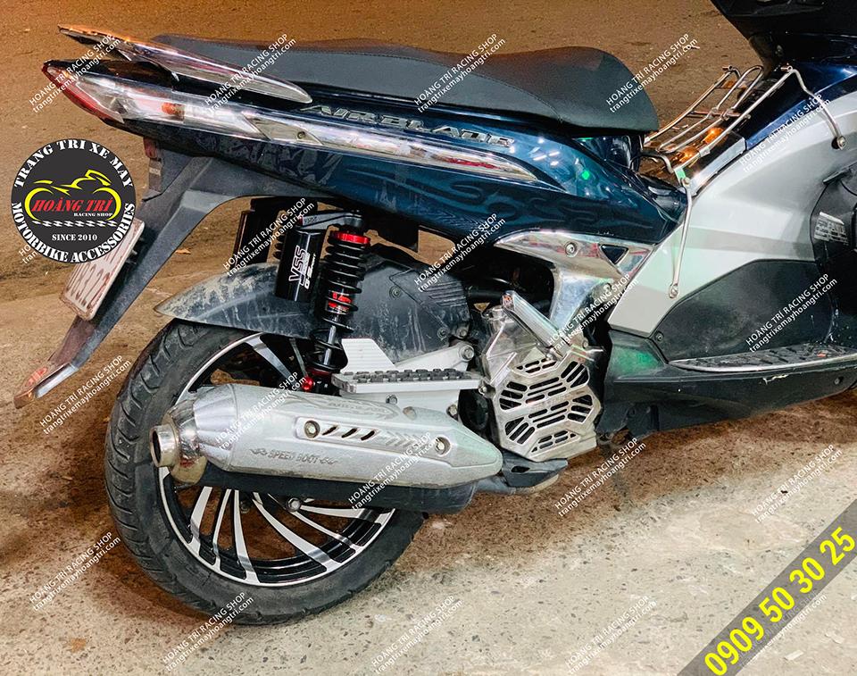 Mâm kuni lốc xoáy phía sau đã lắp đặt trên xe Airblade 2010