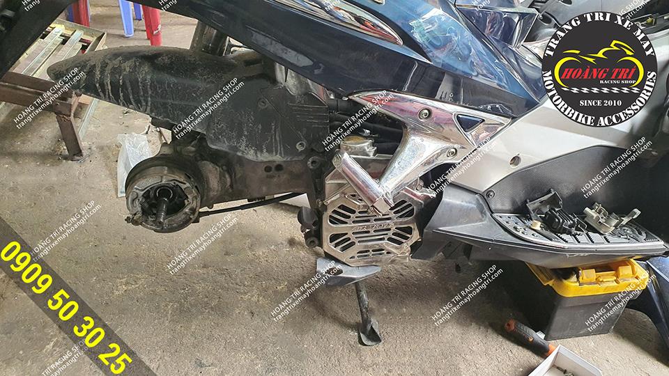 Toàn bộ xe đã được tháo rời chuẩn bị đại phẫu