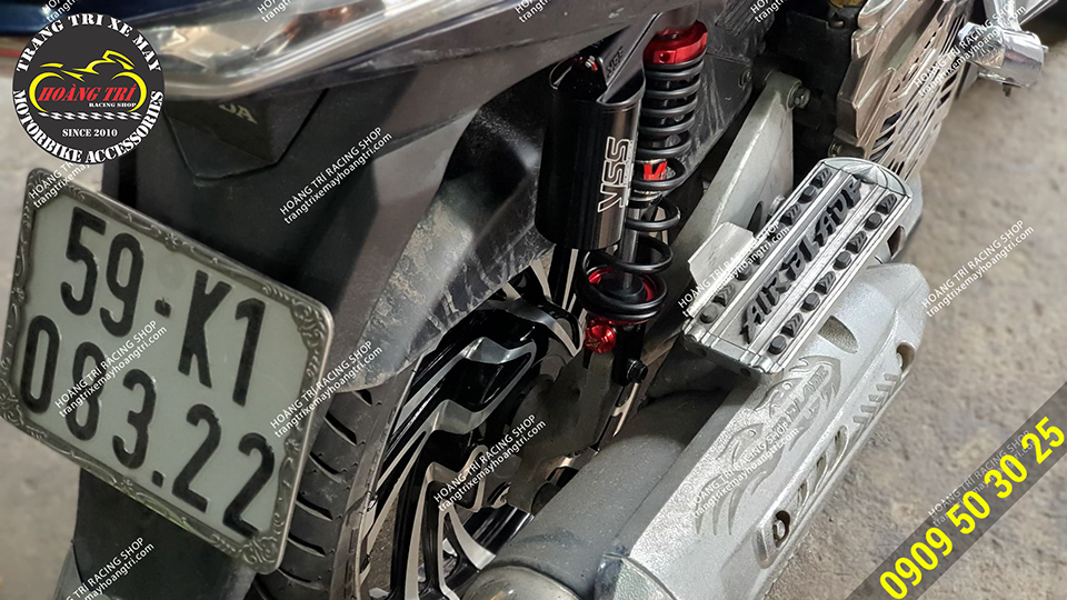 Phuộc sau YSS bình dầu màu đen sáng bóng trên xe