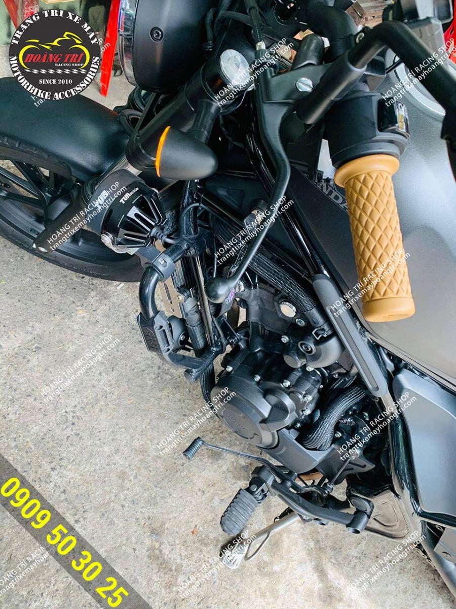 Tông sẹc tông với màu sắc của yên xe Honda Rebel 500