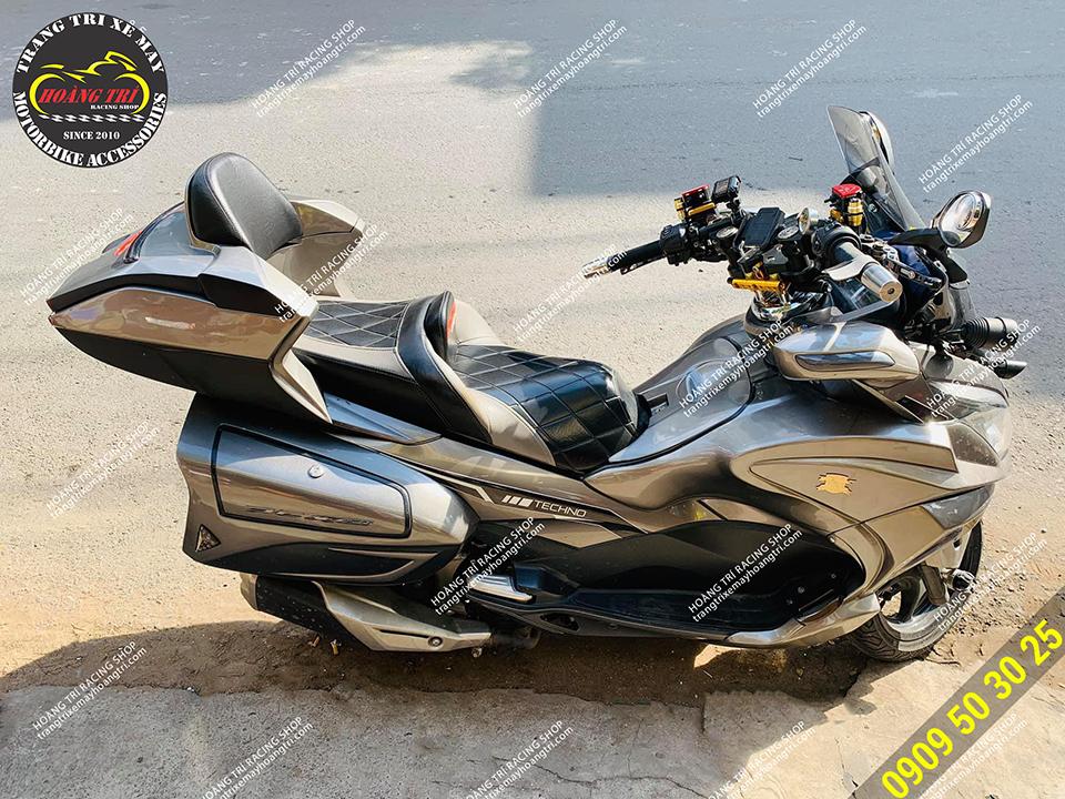 Toàn cảnh chiếc Honda PCX sau khi độ kiểng giống Honda Gold Wing