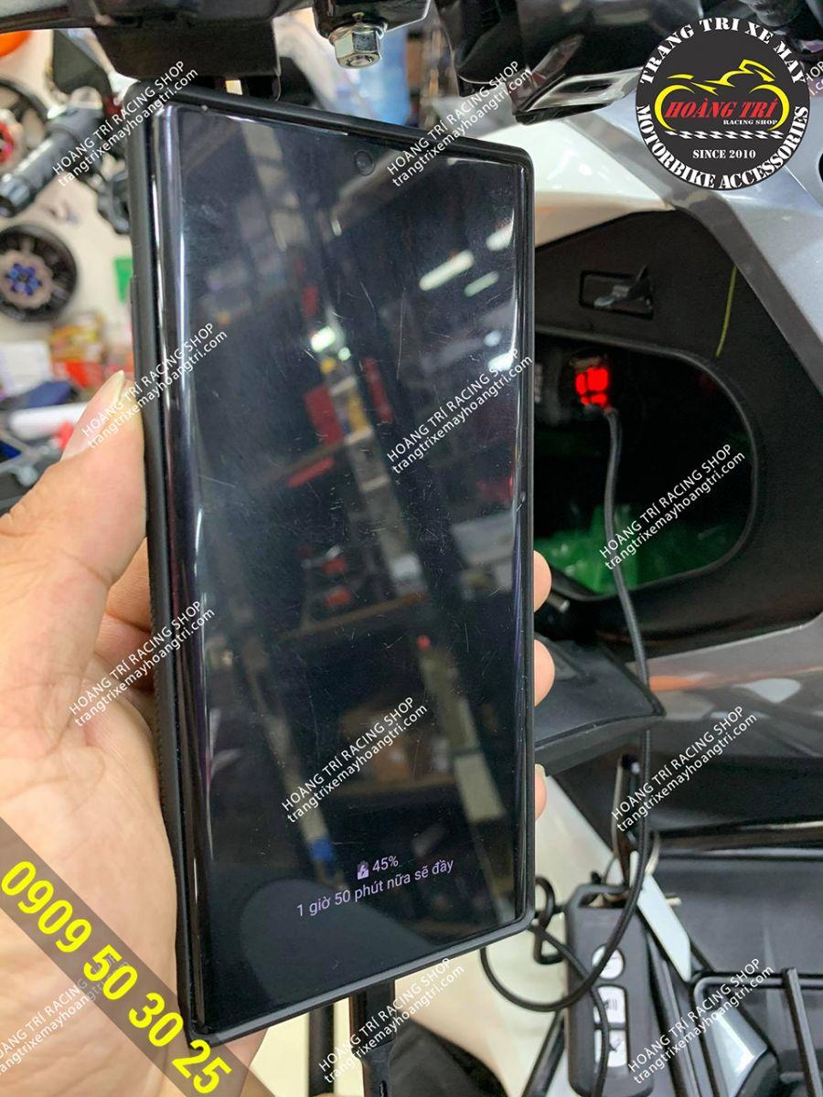 Thêm mẫu mới cóc sạc điện thoại NBA có báo volt
