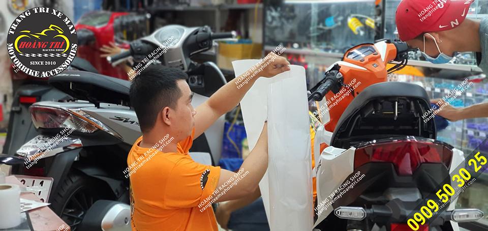 Chuẩn bị tiến hành dán ppf cho Vario - Click Thái