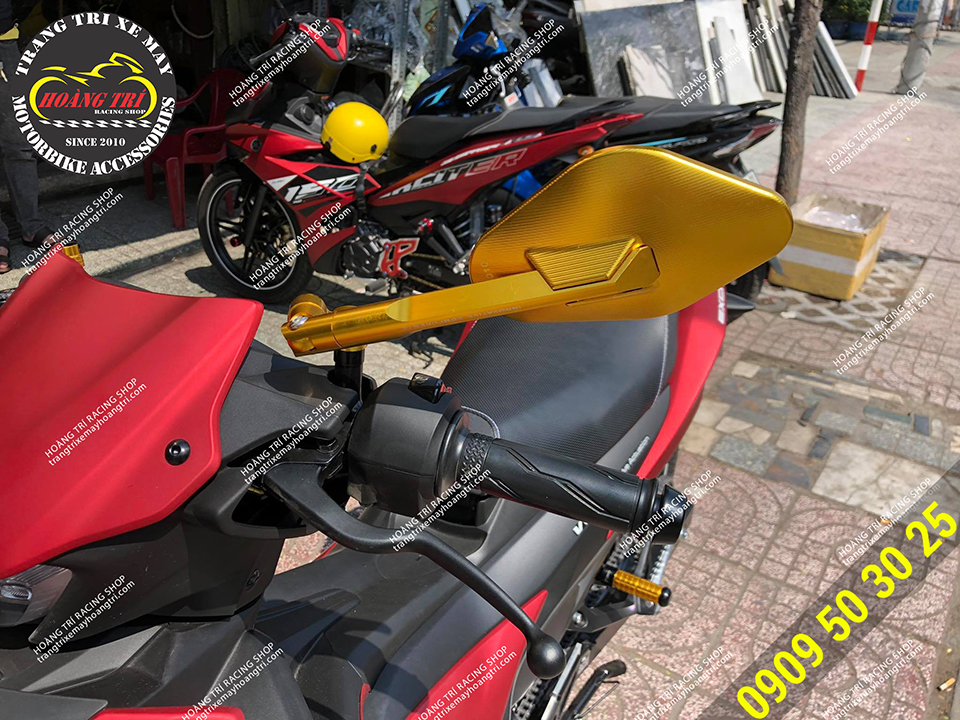 Kiếng hậu Eliss màu vàng lắp trên Exciter 155 VVA