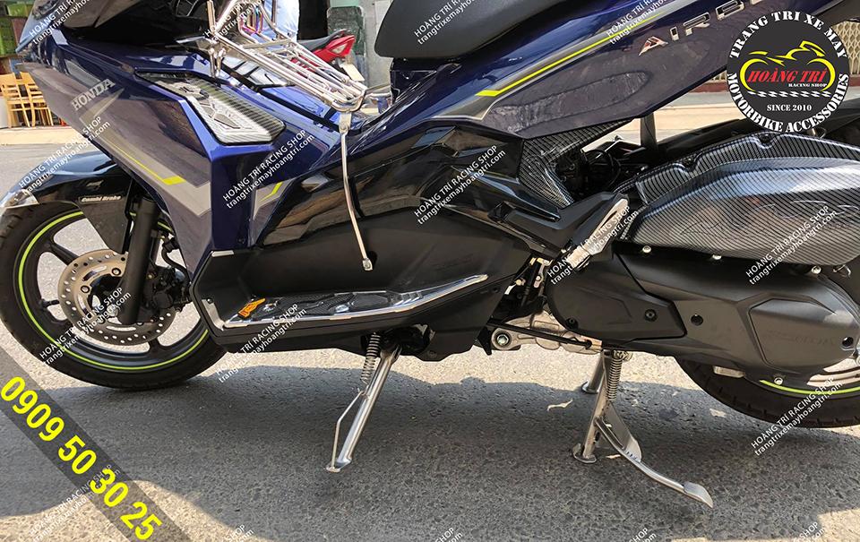 Toàn cảnh chân chống nghiêng airblade, chân chống đứng airblade  đã được trang bị cho xế cưng Airblade 2020