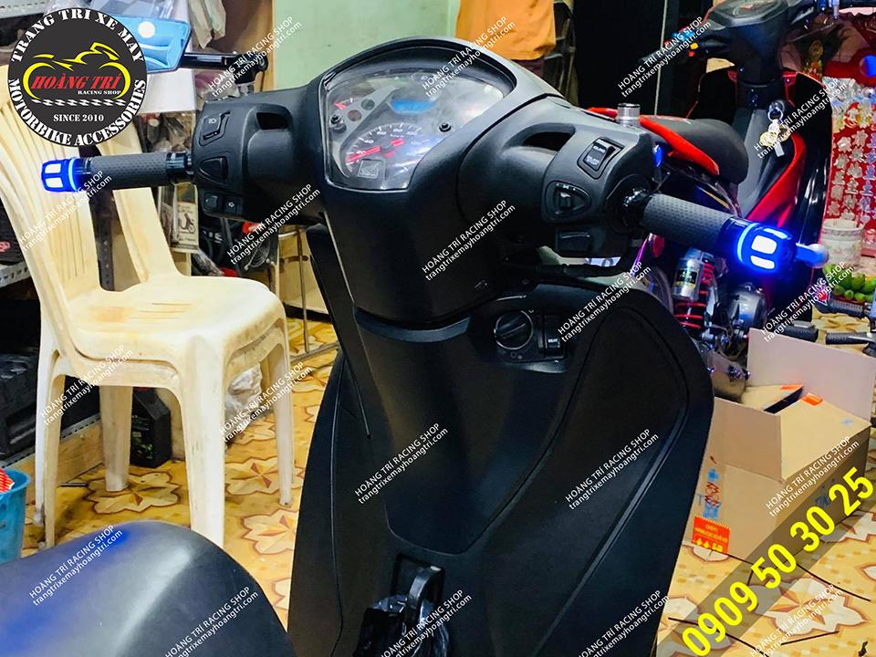 Chiếc SH 2012 đã được độ gù LED tay lái có đèn