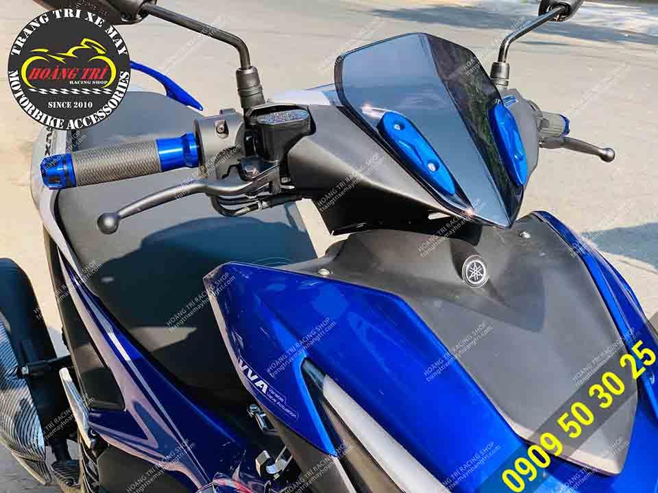 Sản phẩm tông sẹc tông với chiếc NVX 2021 màu xanh GP