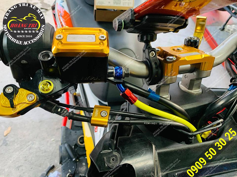 Đối với ADV 150 cần phải sử dụng 2 dây dầu trước