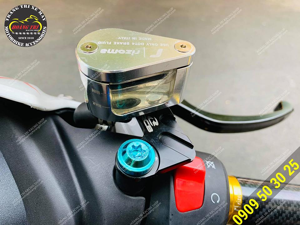 Bình dầu giọt nước được lắp trên vị trí ốc chân kính