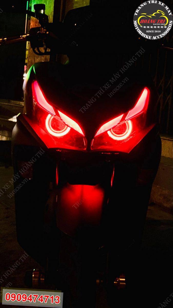 Sự kết hợp của LED audi A11 và bi cầu LED màu đỏ trông thật hoành tráng