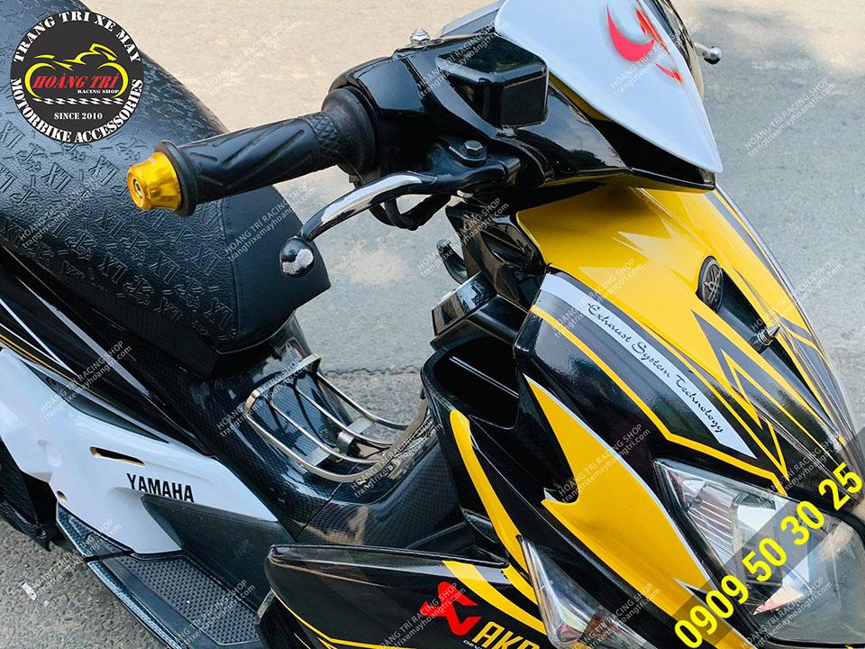 Gù tay lái nhôm CNC màu vàng cùng tông với màu sắc của xe