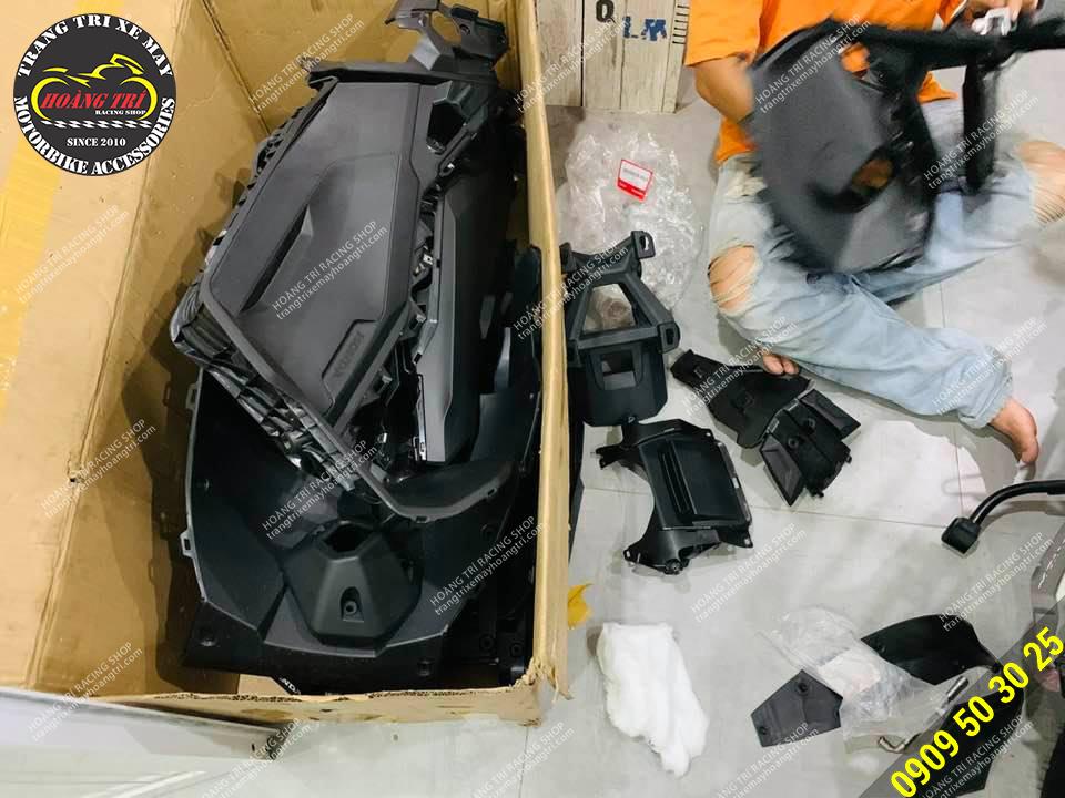 Còn đây là full dàn nhựa nhám của xe chuẩn bị sơn carbon