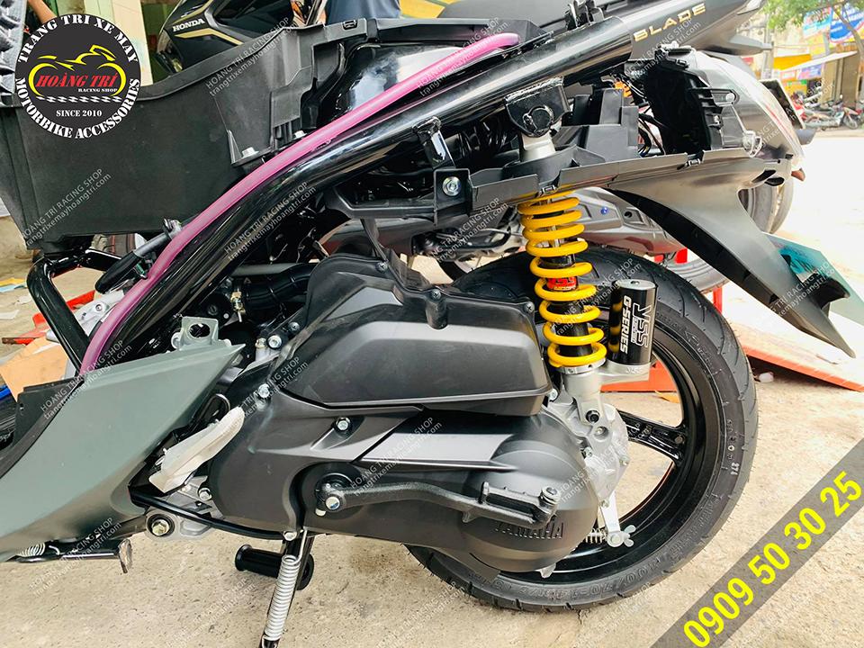 Yamaha Fino Sporty đã được tháo dàn áo để độ phuộc sau
