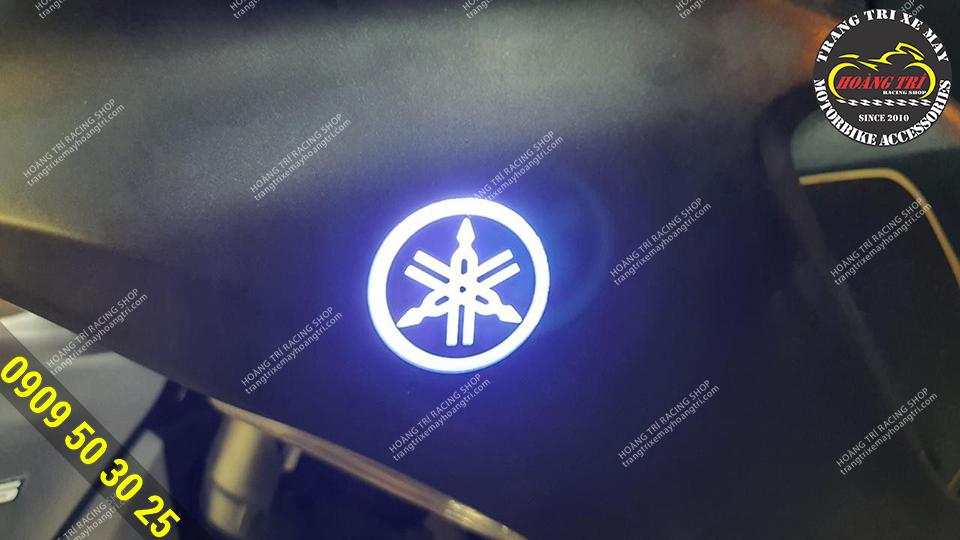 LED Logo Yamaha được lắp 2 bên sườn của NVX 2021