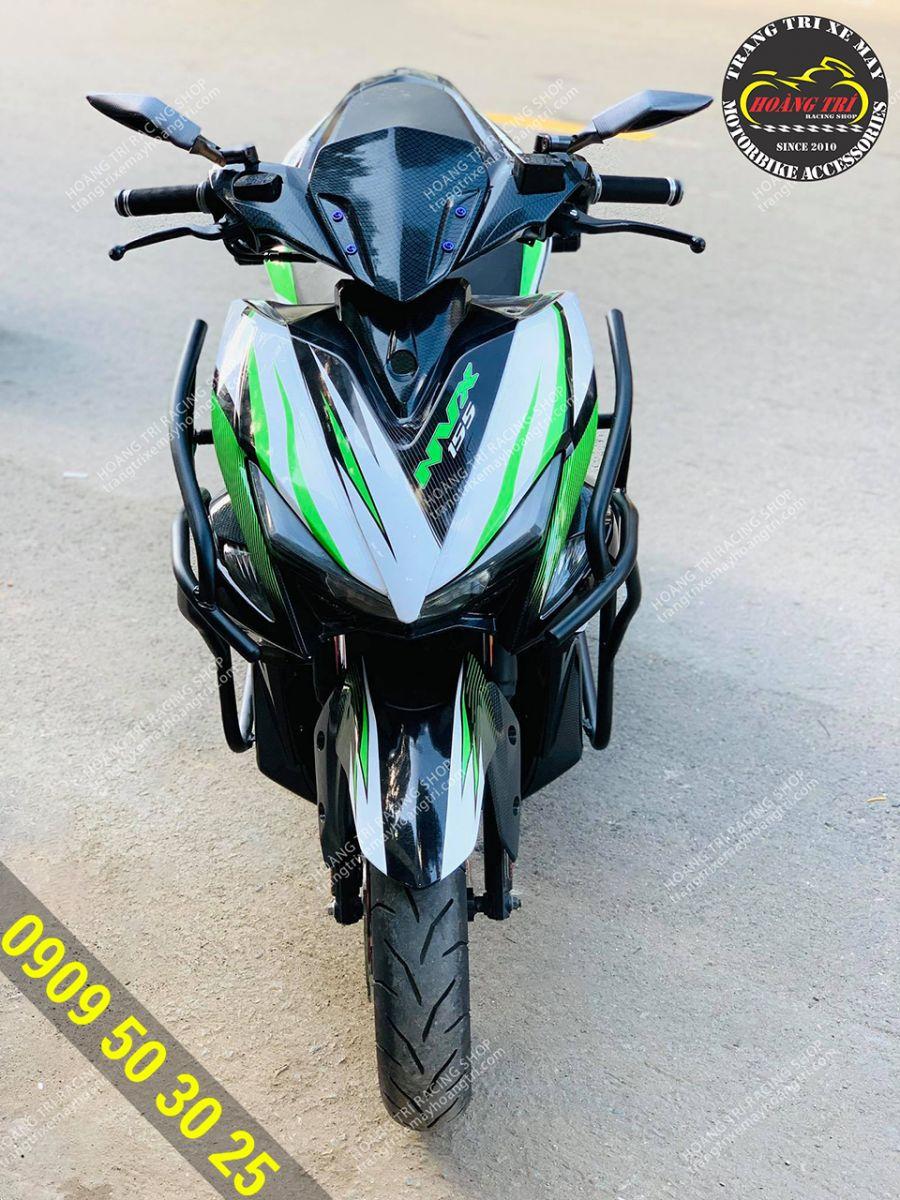 Chiếc NVX 2017 màu xanh lá - đen khi trang bị khung rất phù hợp