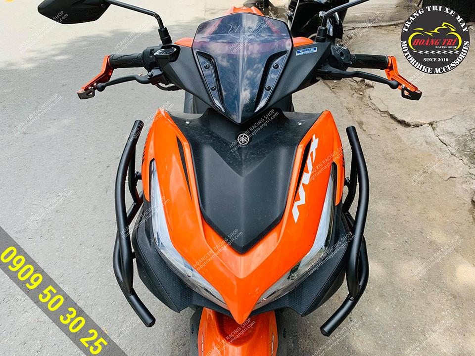 Khung bảo vệ được gắn cho NVX 2021 màu cam