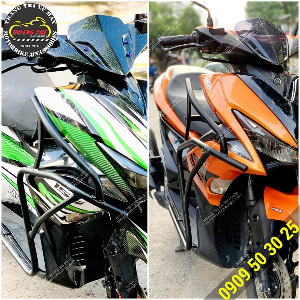 Khung bảo vệ NVX 2021 sơn đen trang bị trên 2 chiếc xanh lá và cam