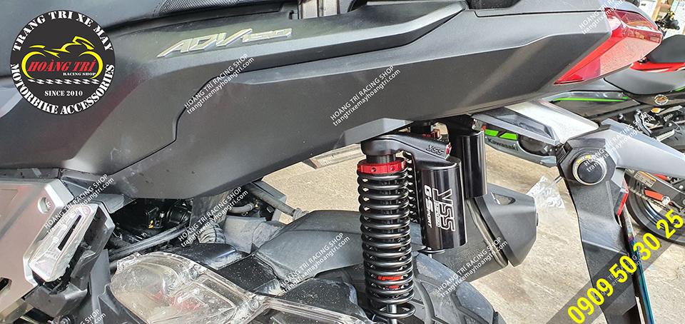 Cặp phuộc màu đen tông sẹc tông với màu sắc của xe