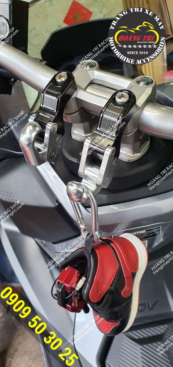 Móc treo đồ Biker gắn ghi đông của xe