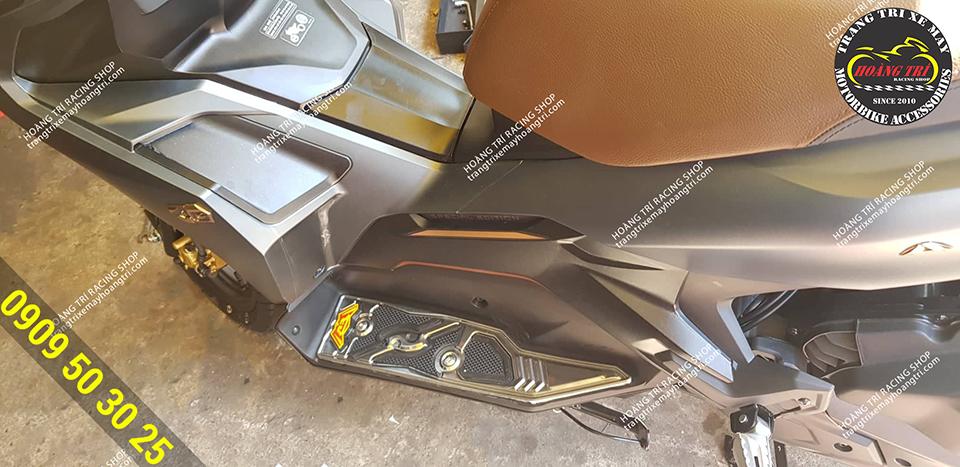 Thảm để chân mạ crom cho Ariblade 2020