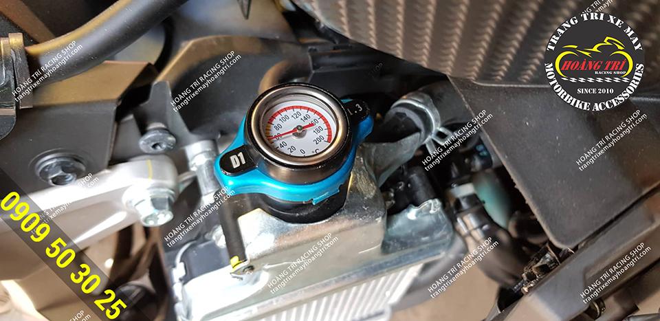 Cận cảnh chi tiết đồng hồ đo nhiệt độ trên chiếc ADV 150