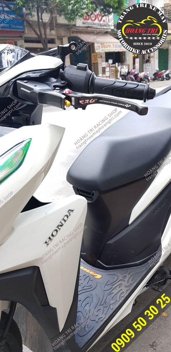 Cảm nhận sự mới mẽ khi gắn tay thắng CRG carbon cho xế cưng Vario 2018