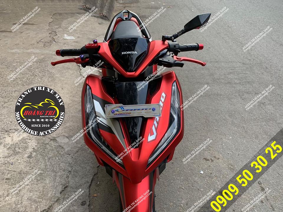 Toàn cảnh chiếc Vario 2018 màu đỏ lên một vài món đồ chơi xe máy