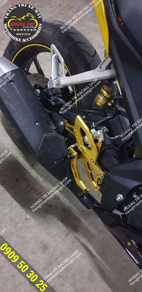 Chủ nhân xe chọn số gãy màu vàng gắn lên tông sẹc tông với màu xe