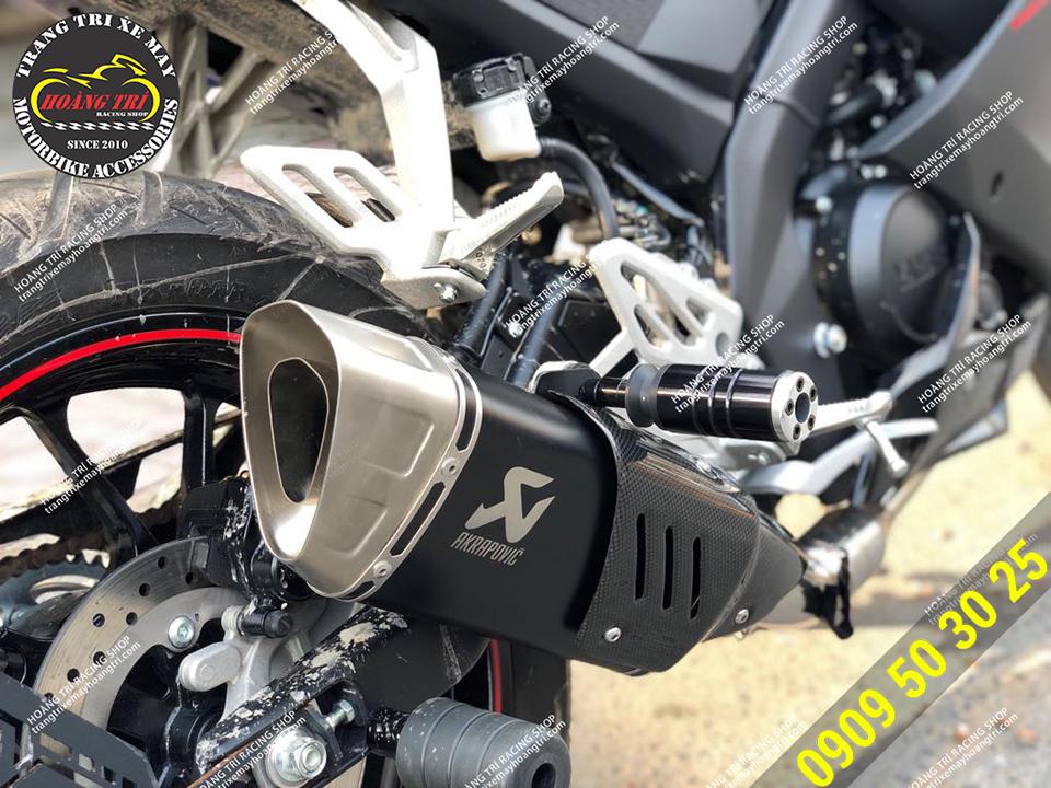 Pô độ Akapovic R1 đã được lắp đặt cho Yamaha R15 V3