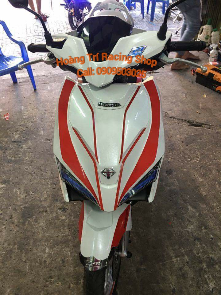 Dán decal xe airblade 2016