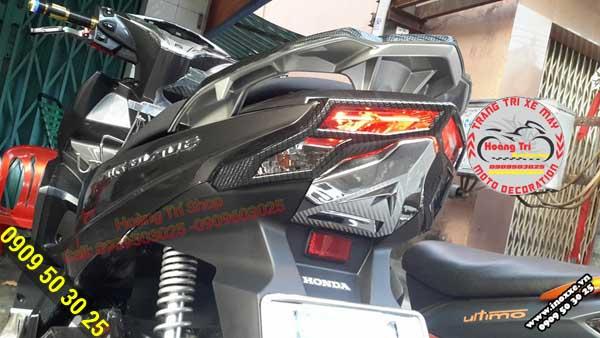 Ốp đèn lái đã được lắp đặt cho xe vừa khít như hàng zin