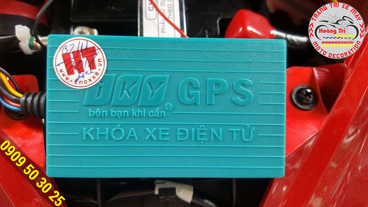 Có thẻ bảo hành của Hoàng Trí Racing Shop được dán lên sản phẩm