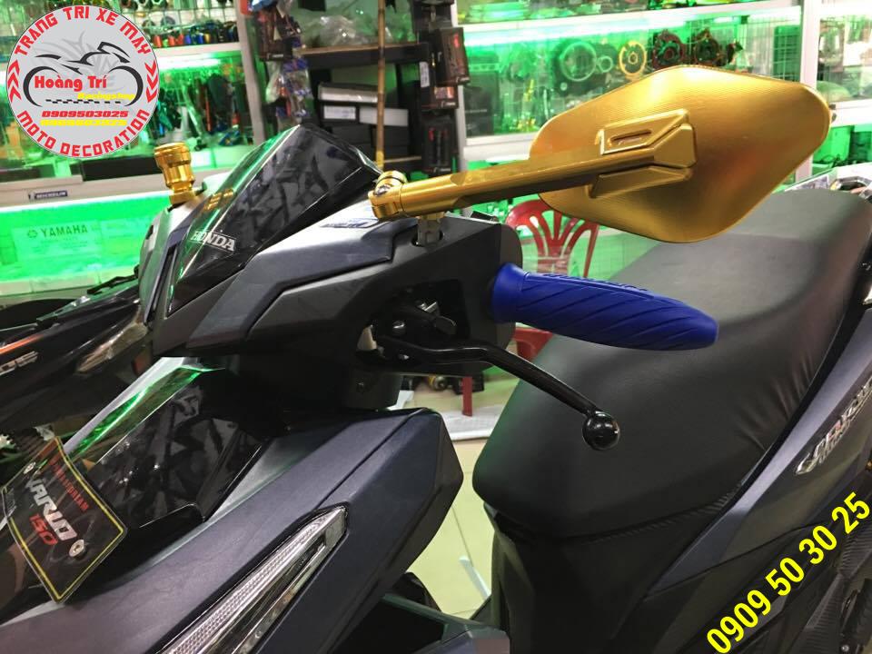 Kính Eliss màu vàng óng ánh trên xế Click Vario
