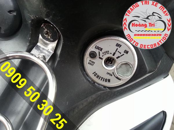 Ổ khóa 6 cạnh được gắn khít với xe