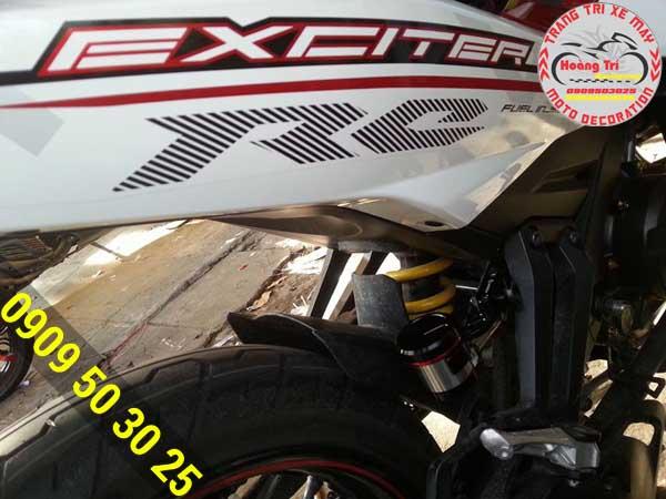 Bình dầu AEM rắn chắc trên xế Exciter 150