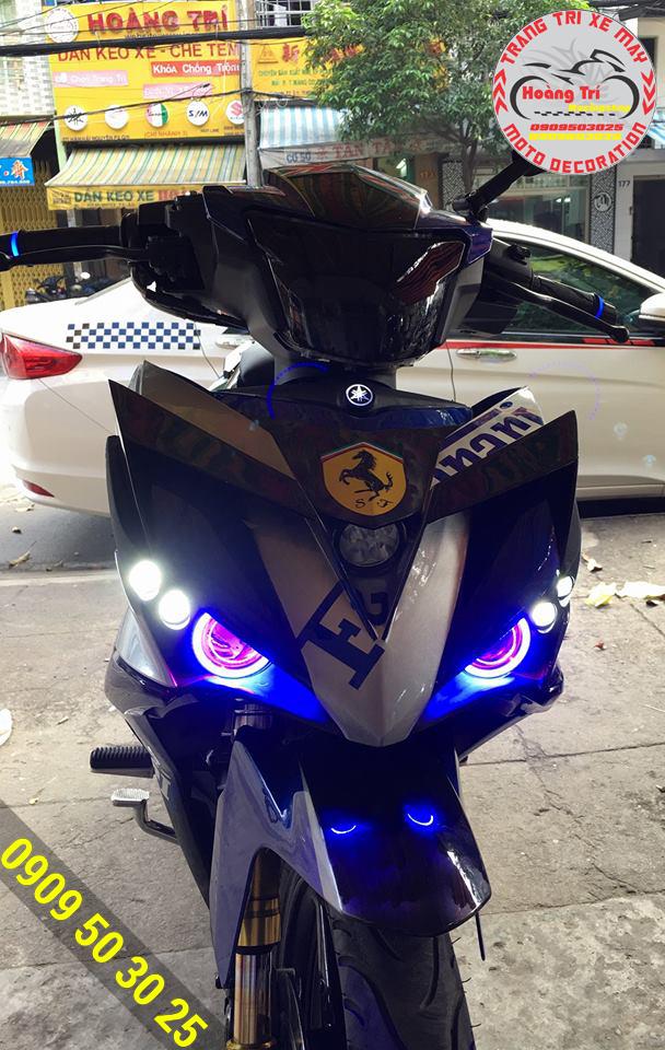 Đèn mắt cú Exciter 150 với sự kết hợp xanh trắng và đỏ