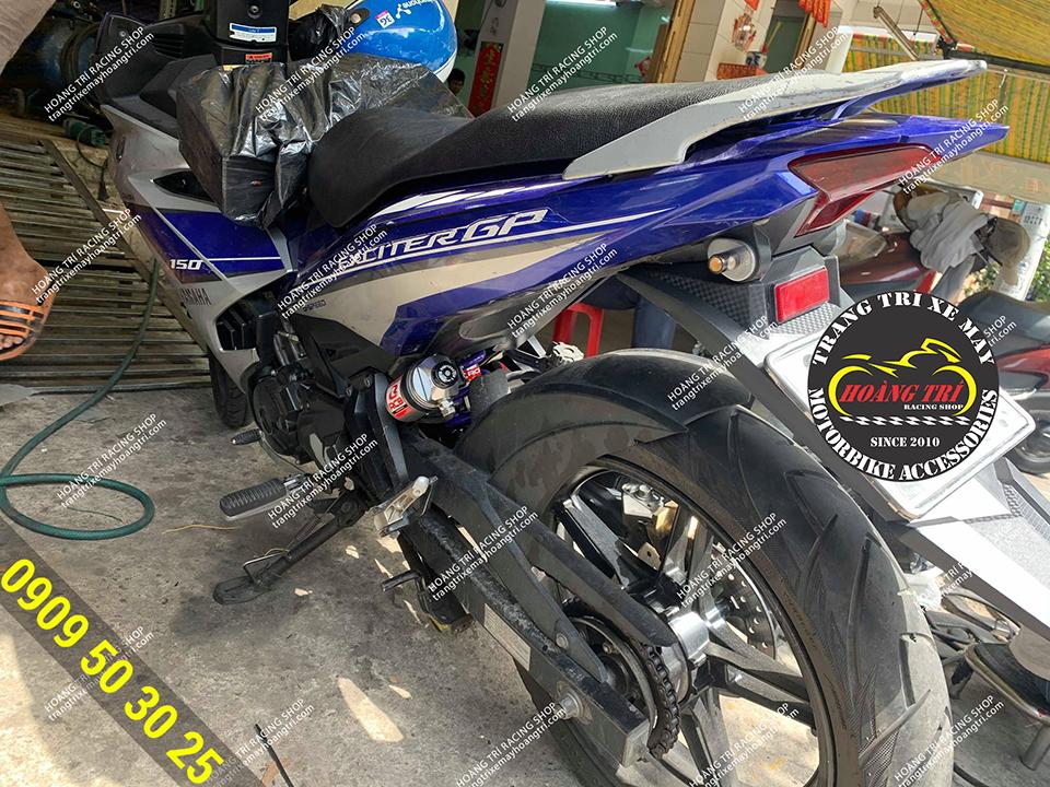 Exciter 150 sau khi lắp đặt phuộc Racing Boy bình dầu với lò xo màu tím