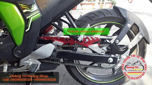 Chắn bùn 4 chân được gắn cùng với che sên Biker cho fz-s