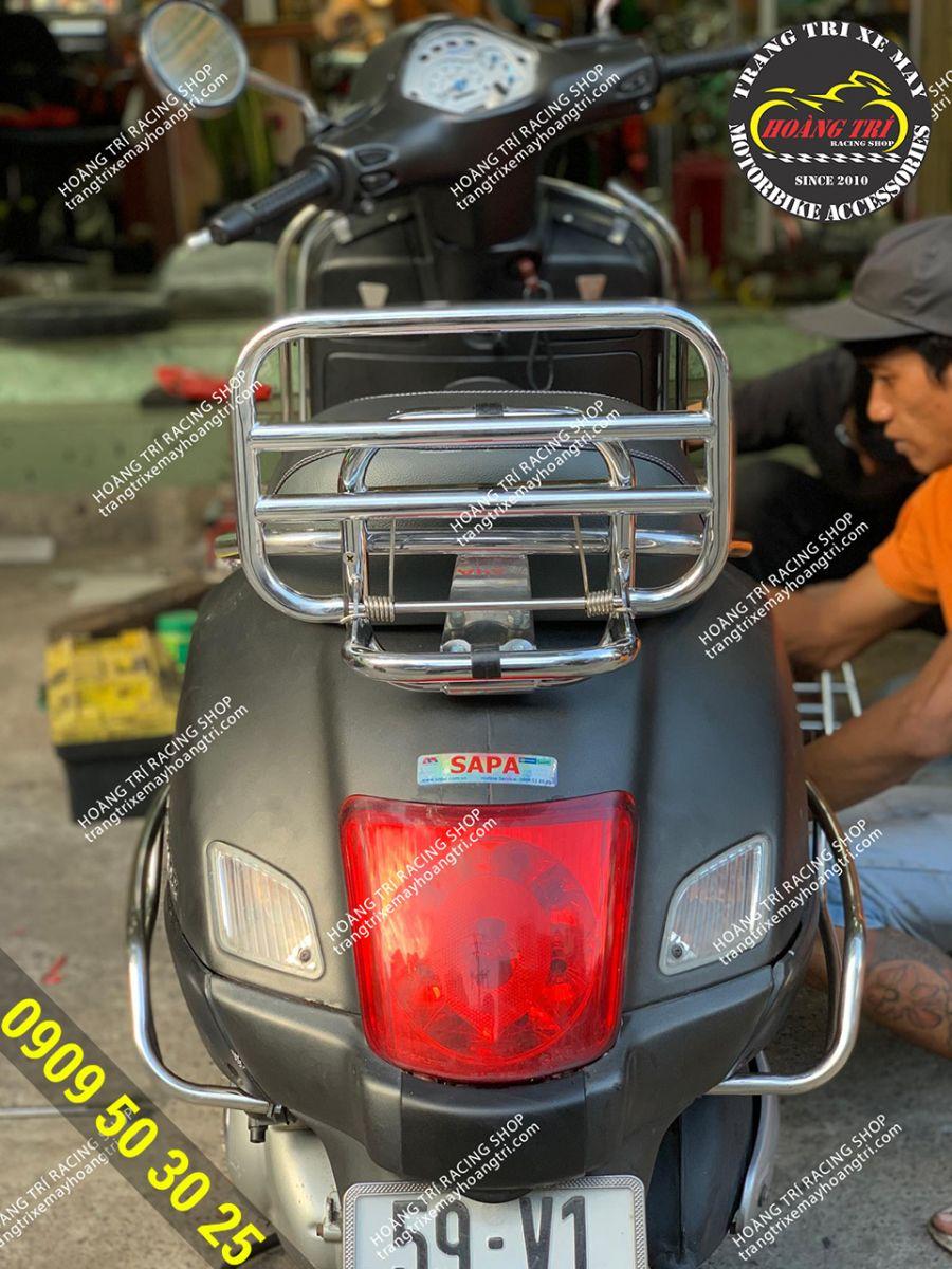 Góc trực diện baga sau inox Vespa GTS