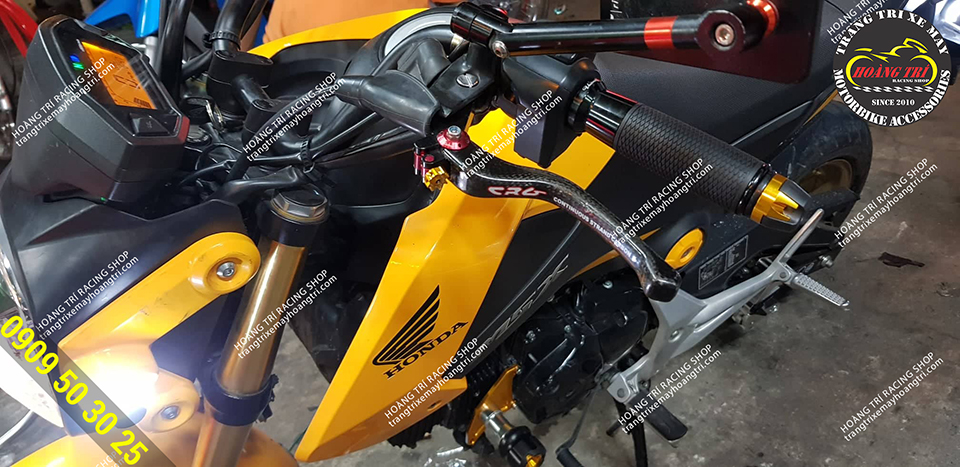 Tay thắng CRG sơn carbon được gắn cho Honda MSX