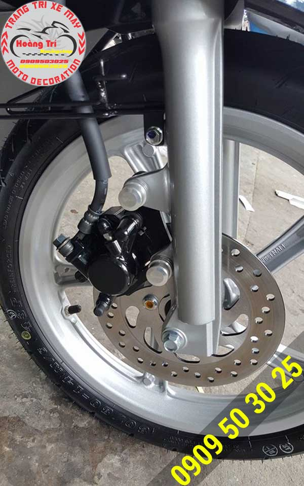 Cùm đĩa thắng trước được bảo vệ an toàn nhờ ốc bảo vệ heo dầu