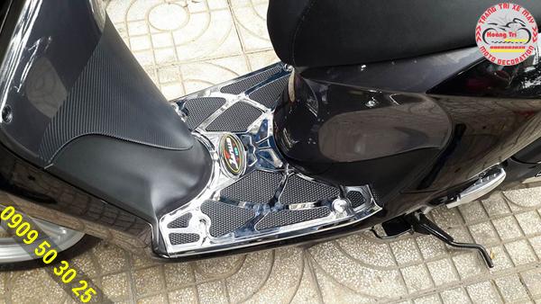 Thảm lót chân lắp trên xe sáng đẹp và bảo vệ được xế yêu