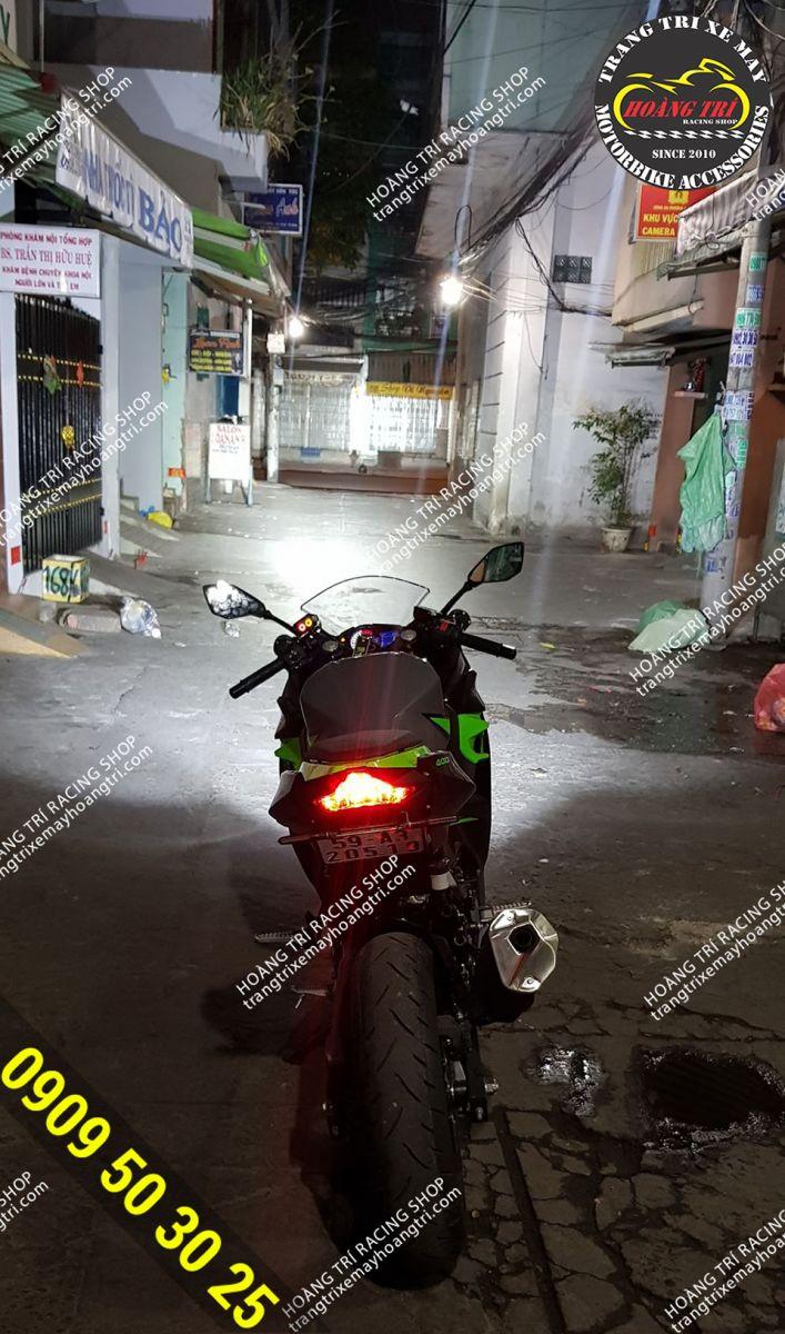 Xé toang màn đêm chỉ có thể là đèn trợ sáng L4X - KZ40