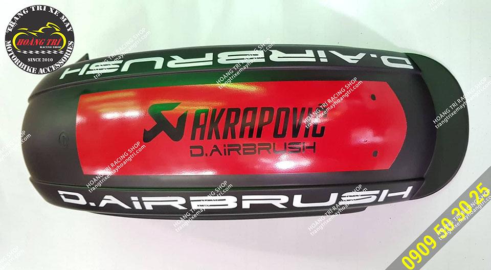 Akrapovic thương hiệu được in trên xe đẹp mắt