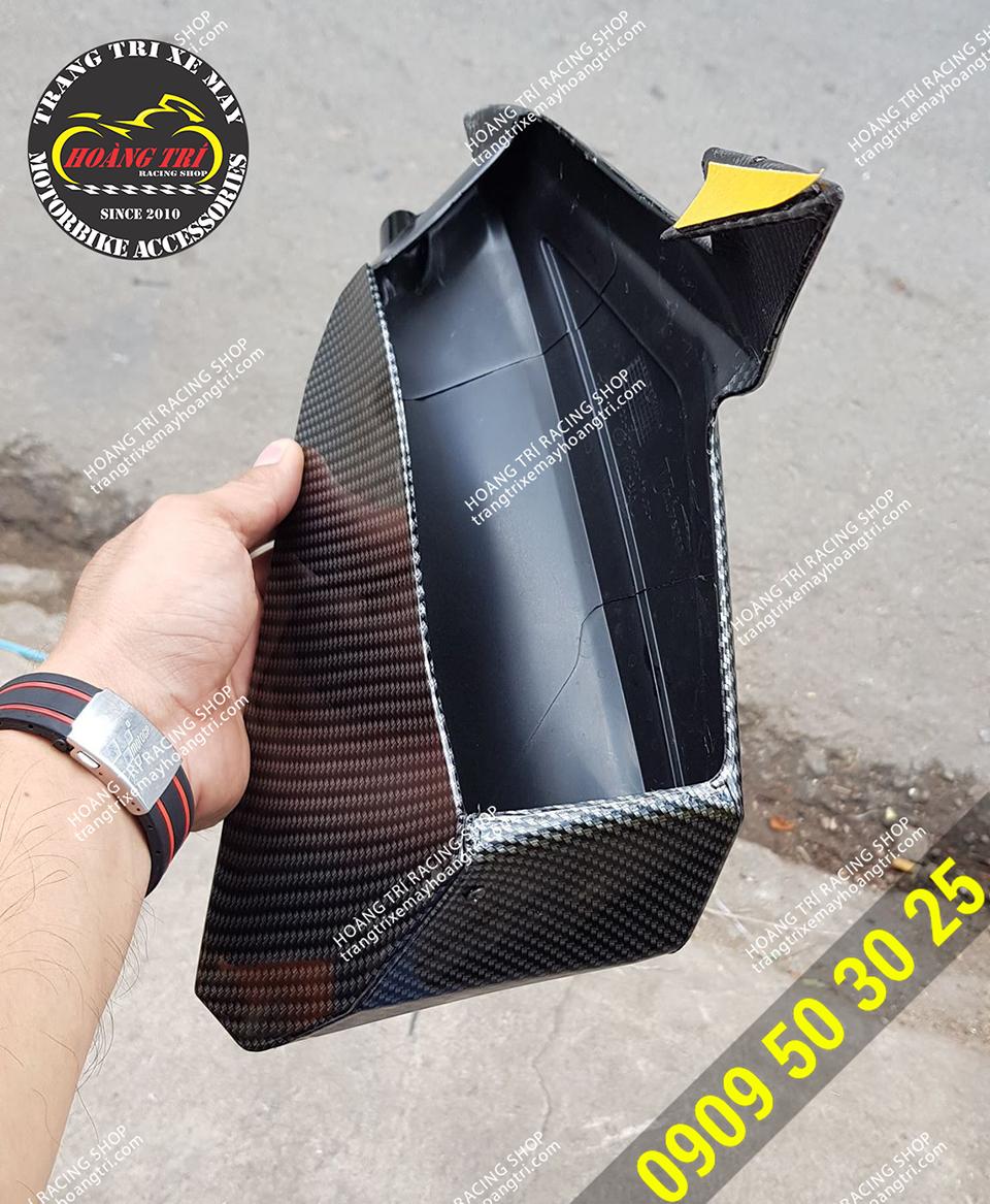 Giải quyết cơn khát giữa nắng nóng khi lắp đặt hộc đựng đồ NVX sơn carbon
