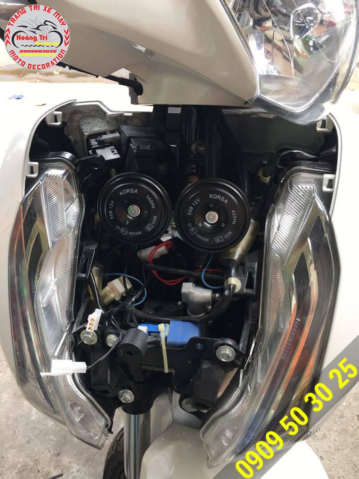 Kèn Korsa lắp trên Sh 2012 màu trắng