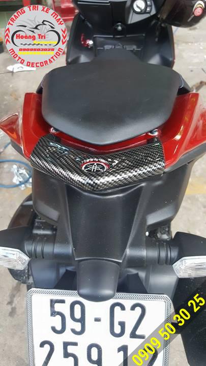 Ốp đèn lái NVX sơn Carbon