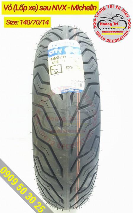 Đây là lốp sau với các rãnh có thể giúp chống trơn trượt